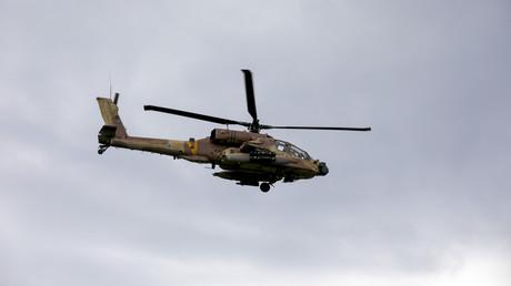 Israel greift Syriens Militärziele an. Auf dem Archivbild: Ein israelischer Militärhubschrauber über den Golanhöhen, 3. Januar 2020
