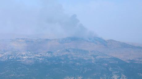 Rauch steigt aus dem umstrittenen Gebiet der Shebaa-Farmen auf, vom Dorf Marjayoun aus gesehen, 27. Juli 2020