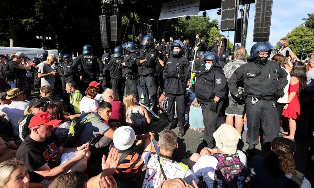 Berlin: Demo gegen Corona-Maßnahmen von der Polizei aufgelöst (Video)