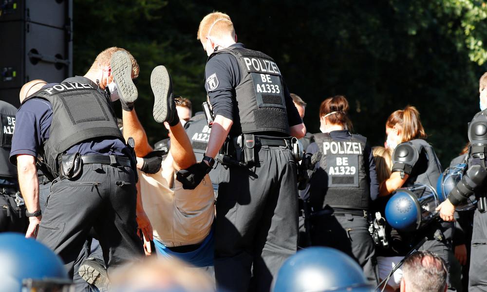 Polizei spricht von 45 verletzten Beamten bei Samstagsdemos in Berlin