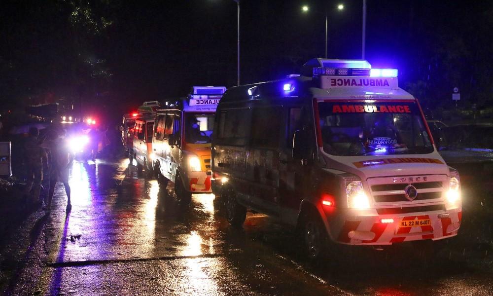 Indien: Flugzeug bricht nach Notlandung offenbar auseinander