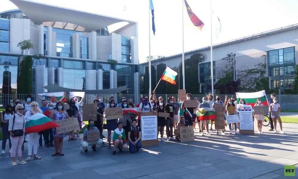 """Bulgarien ist kein Rechtsstaat"" – Aktivisten protestieren vor Bundeskanzleramt"