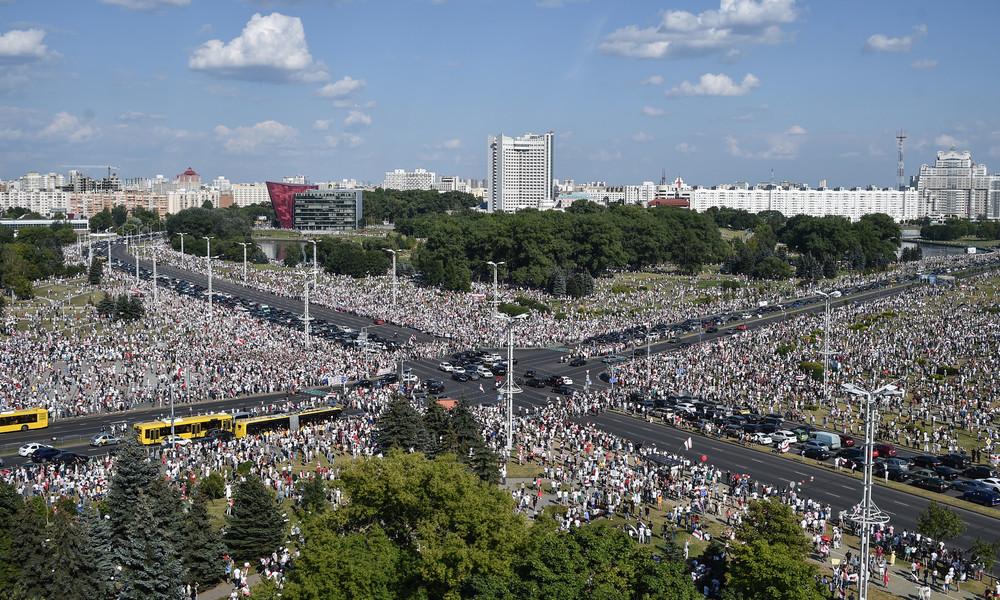 Belomaidan – Zehntausende demonstrieren in Minsk gegen Präsident Lukaschenko
