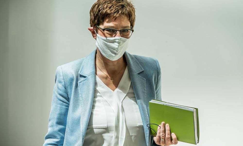 CDU-Chefin Kramp-Karrenbauer: Maskenpflicht am Arbeitsplatz denkbar