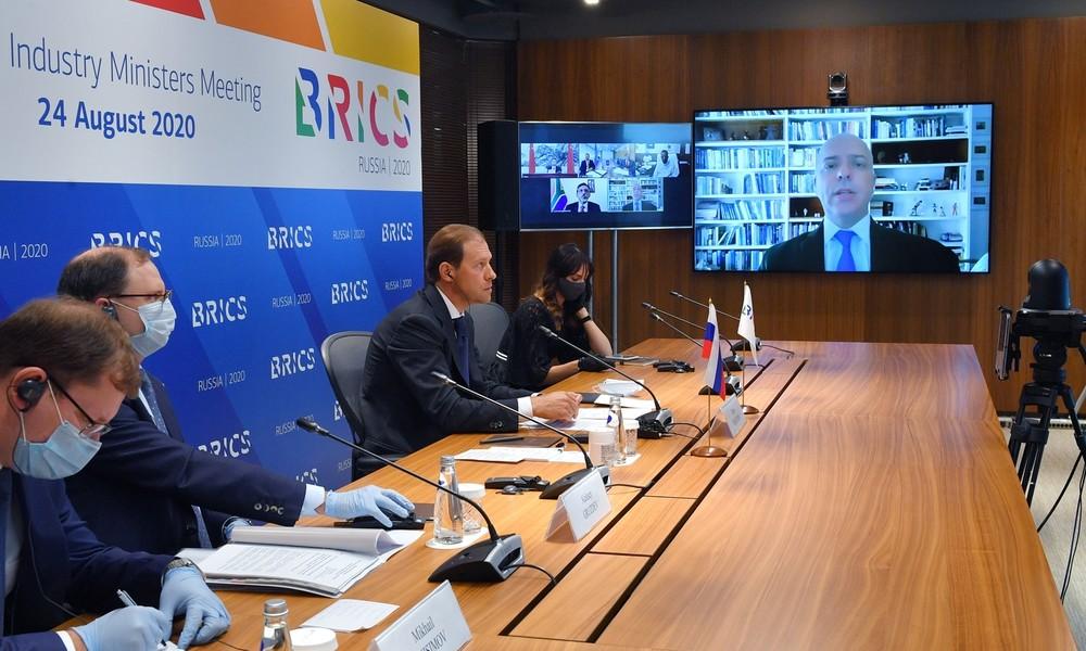 Russland ruft BRICS auf, US-Dollar zugunsten des Handels mit nationalen Währungen aufzugeben