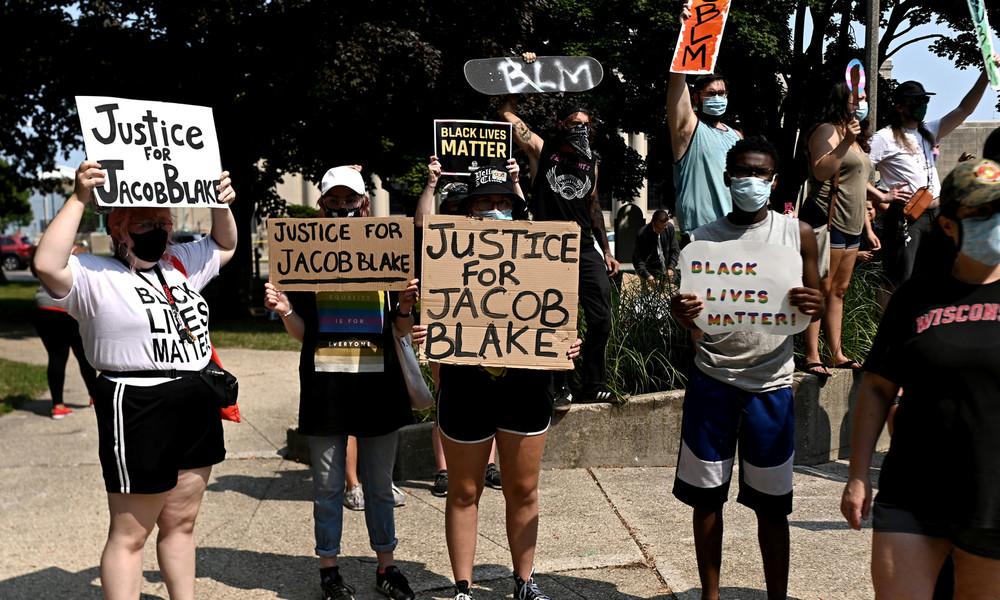 Sieben Schüsse in den Rücken: Proteste und Krawalle in USA (Video)