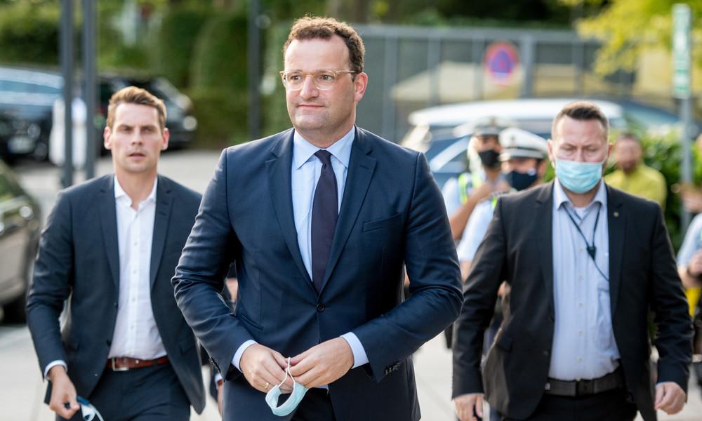 """""""Massenmörder, hau ab!"""" – Gesundheitsminister Spahn von Wahlkampfauftritt aus Wuppertal vertrieben"""