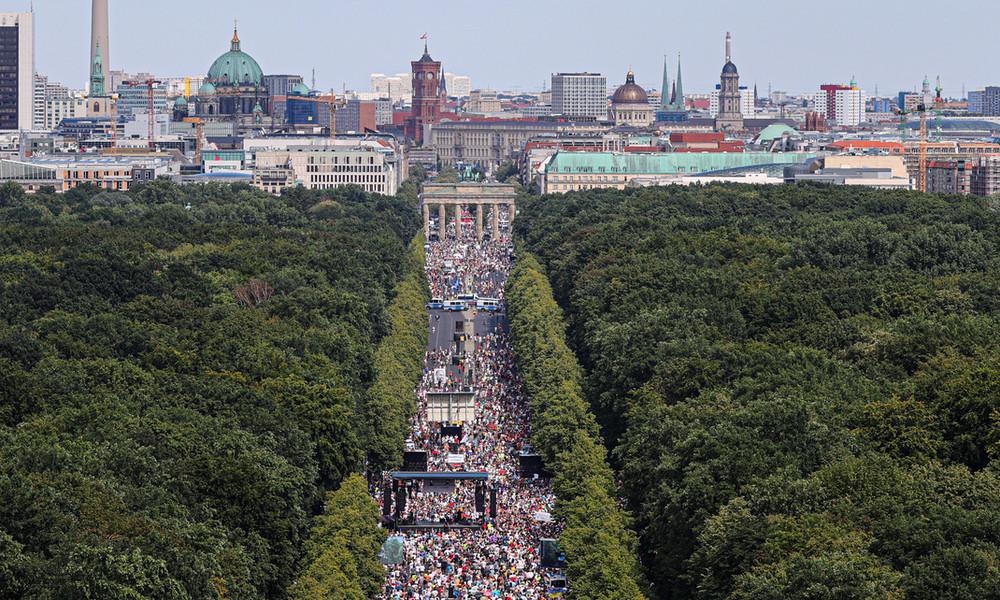 Auf dem Weg in die Scheindemokratie? Das Demoverbot von Berlin