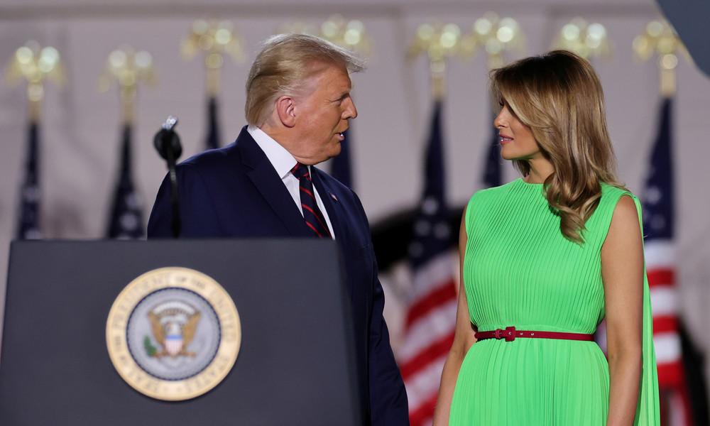 Hier könnte Ihre Werbung stehen: Witzbolde missbrauchen Melania Trumps Kleid als Greenscreen
