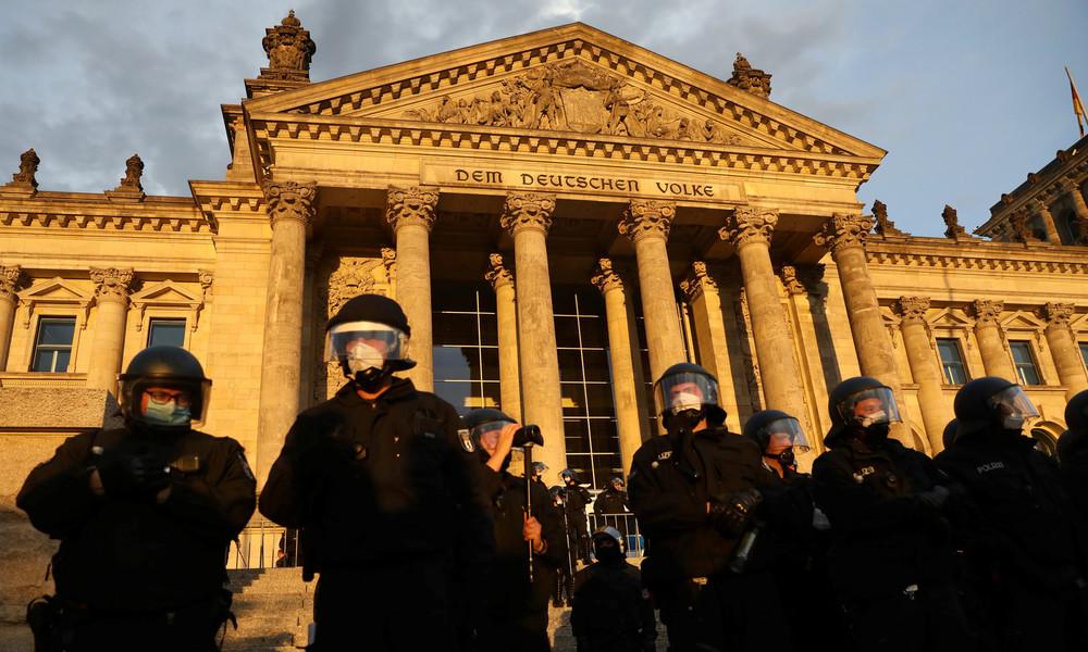Querdenken-Initiator distanziert sich von Demonstranten am Reichstag