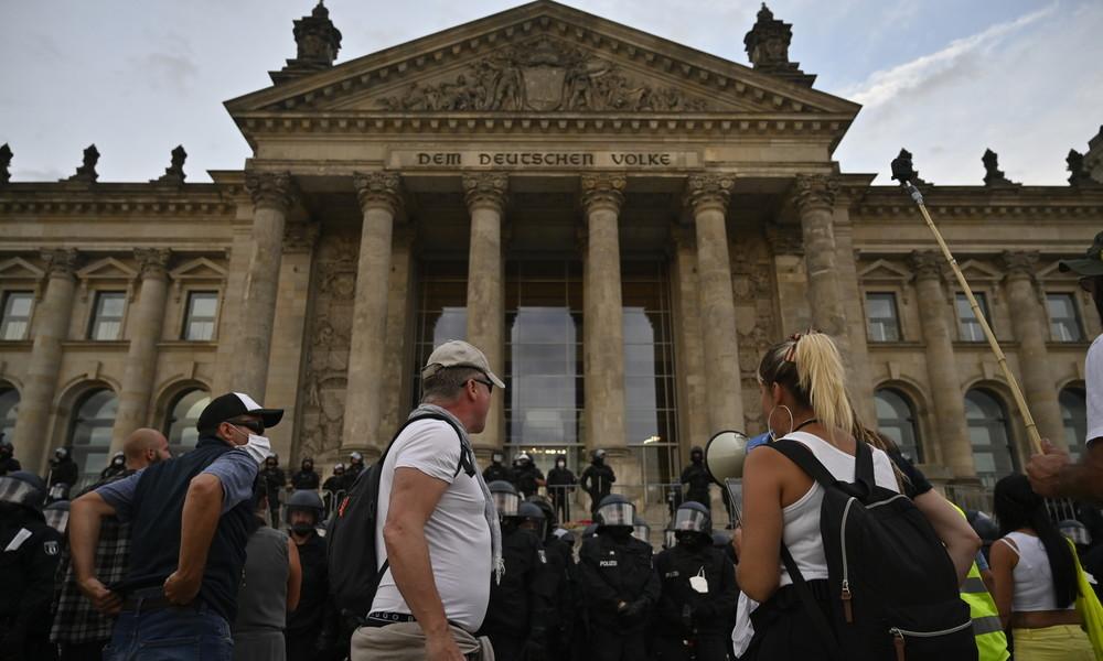 Dobrindt vermutet geplante Aktion am Reichstagsgebäude