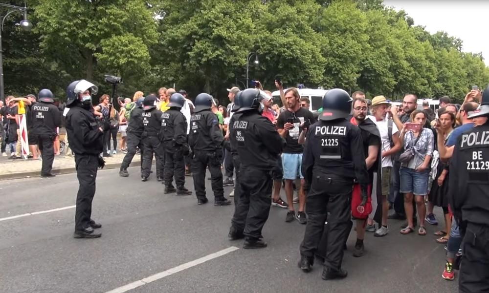 Berlin: Corona-Protestcamp an der Siegessäule von der Polizei aufgelöst