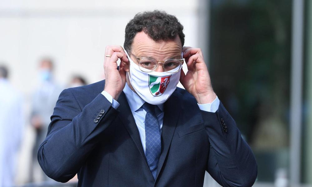 Vorfall mit wütenden Demonstranten: Gesundheitsminister Spahn soll bespuckt worden sein