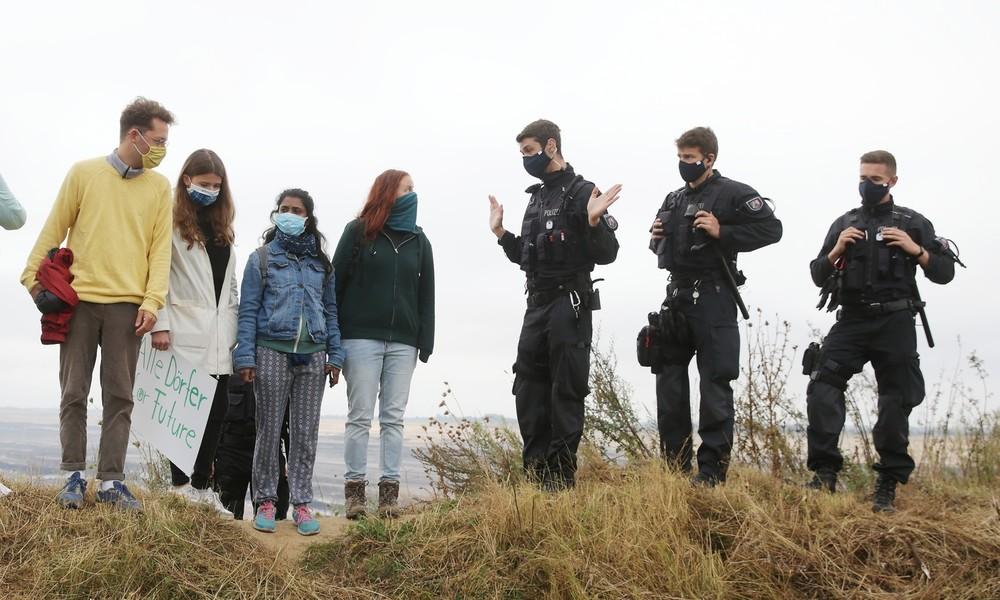 """""""Extinction Rebellion""""-Aktivisten besetzen Kohlebagger im Tagebau Garzweiler"""