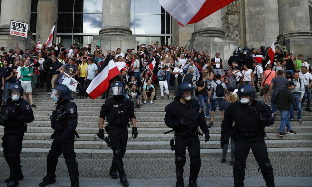 Rangeleien an der Reichstagtreppe – Panne, Aufstand oder Happening?