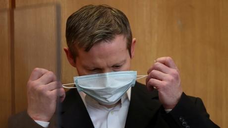 Die Maske fällt – Stephan Ernst gibt die Tat zu.