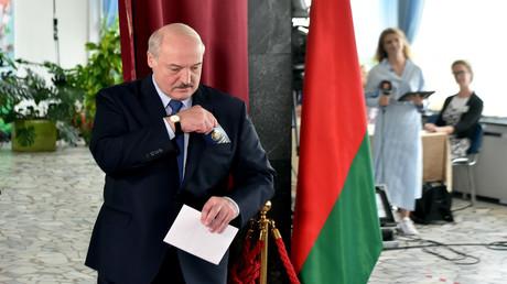 Internationale Reaktionen auf die Präsidentschaftswahl in Weißrussland. Auf dem Bild: Alexander Lukaschenko gibt seine Stimme ab, 9. August 2020