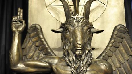 Eine Baphomet-Statue in den Räumlichkeiten des Satanischen Tempels in Salem, Massachusetts, USA