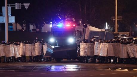 Polizeikräfte während einer Protestkundgebung in Minsk.