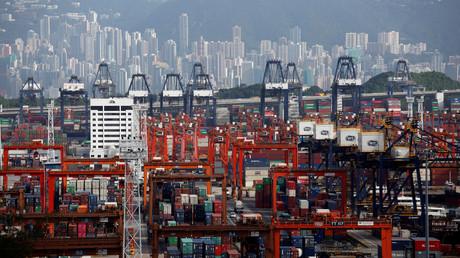 Ein allgemeiner Ausblick auf die Kwai Tsing Container Terminals in Hongkong, China.
