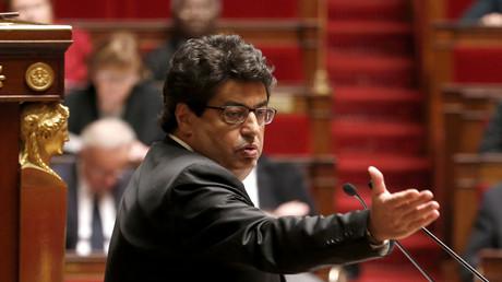 Der französische Abgeordnete Meyer Habib hält eine Rede während einer Debatte um den Palästina-Status in der Nationalversammlung in Paris