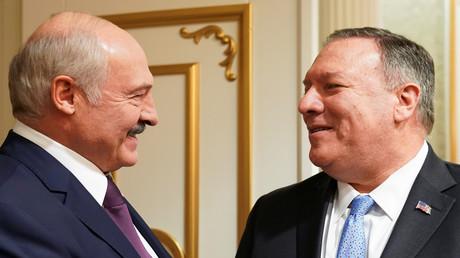 Der US-Außenminister Mike Pompeo und der belarussische Präsident Alexander Lukaschenko nehmen an einem Treffen in Minsk, Belarus, am 1. Februar 2020 teil.