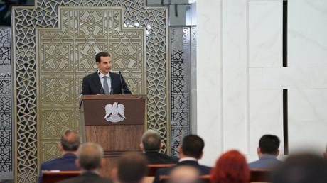 Syriens Präsident Baschar al-Assad spricht vor den neuen Parlamentsabgeordneten in Damaskus