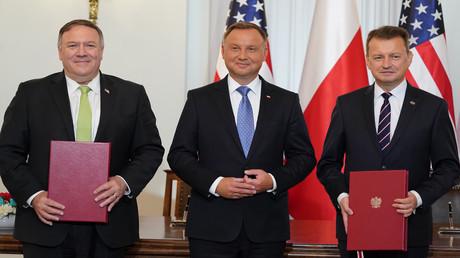 US-Außenminister Mike Pompeo, der polnische Präsident Andrzej Duda und der polnische Verteidigungsminister Mariusz Blaszczak nach der Unterzeichnung des Abkommens über die verstärkte militärische Kooperation zwischen den USA und Polen.