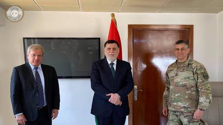 Libyens international anerkannter Ministerpräsident Fayiz as-Sarradsch trifft am 22. Juni 2020 den US-Botschafter in Libyen Richard Norland.