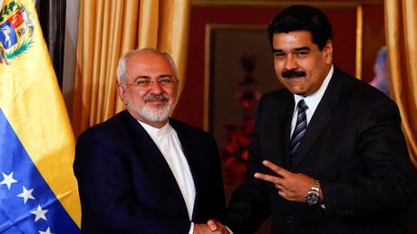 Venezuelas Präsident Nicolás Maduro und der iranische Außenminister Mohammad Javad Zarif  während eines Treffens in Caracas