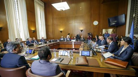 Der stellvertretende iranische Außenminister, Russlands Sonderbeauftragter für Syrien, der stellvertretende türkische Außenminister und der UN-Sonderbeauftragte für Syrien  nehmen an einem Treffen während der Konsultationen zu Syrien teil, in Genf am 11. September 2018.