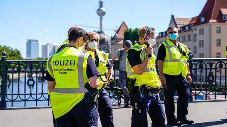 Berliner Polizisten beim Einsatz auf der letzten großen Corona-Demo am 1. August