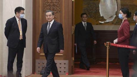 Der chinesische Staatsrat und Außenminister Wang Yi kommt am Rande der dritten Sitzung des 13. Nationalen Volkskongresses  in der Großen Halle des Volkes zu einer Pressekonferenz über Chinas Außenpolitik.