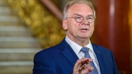 Sachsen-Anhalts Ministerpräsident Reiner Haseloff (CDU) stellte sich am 27. August gegen die anderen Ministerpräsidenten und Merkel.