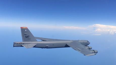 Russische Su-27 fangen US-Bomber an russischer Grenze ab – Pentagon übt Kritik an russischen Piloten