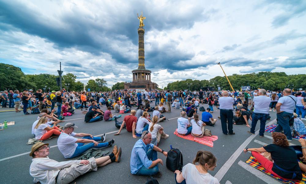 Nach kraftvollem Signal aus Berlin: Mainstream lenkt ab mit Nazi-Narrativ