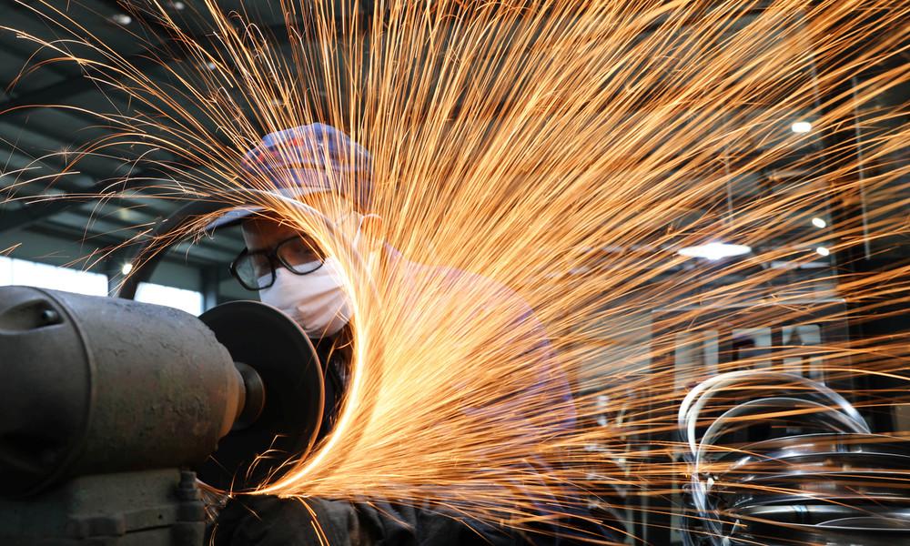 Steigende Exportverkäufe treiben Chinas Produktionstätigkeit fast auf Zehn-Jahres-Hoch