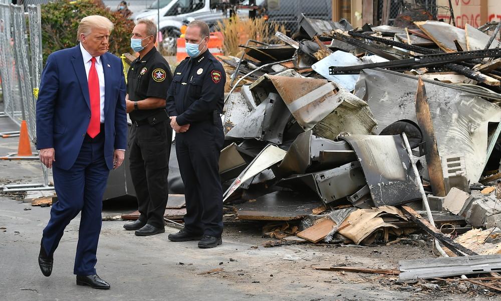 """Zu Besuch in Kenosha: Trump bezeichnet Krawalle in der Stadt als """"inländischen Terrorismus"""""""