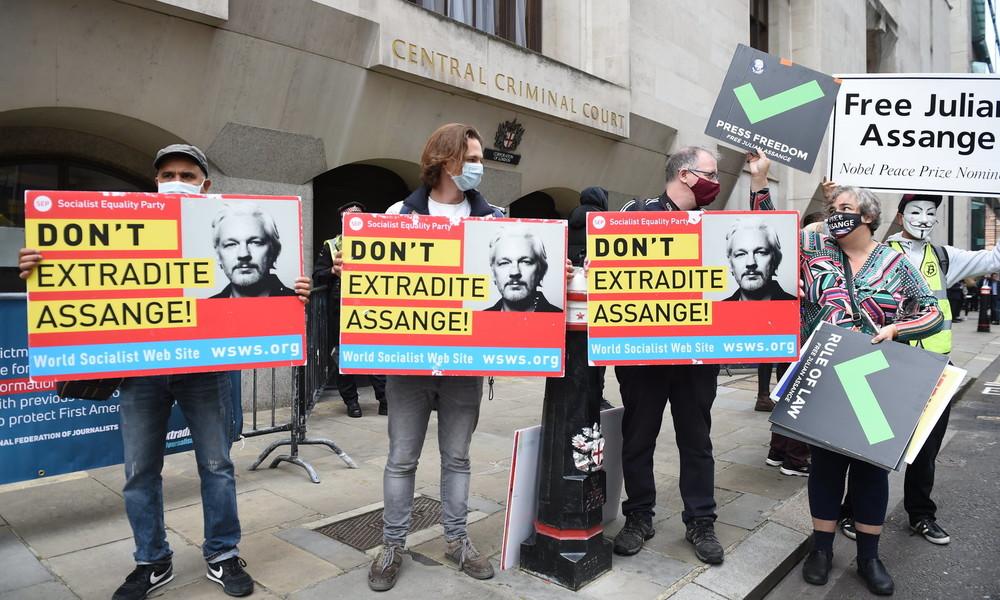 LIVE: Unterstützer demonstrieren vor Londoner Gericht gegen Auslieferung von Julian Assange