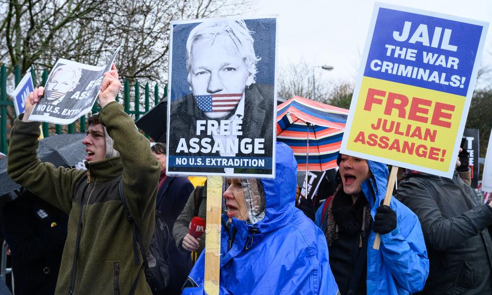 """Auslieferung von Assange in die USA: Fortführung des Prozesses nach """"Corona-Pause"""" in London"""