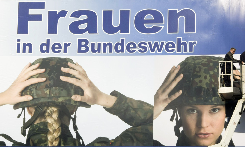 Ablenkung von aktuellen Problemen: Linke-Politikerin zur Gender-Debatte bei der Bundeswehr
