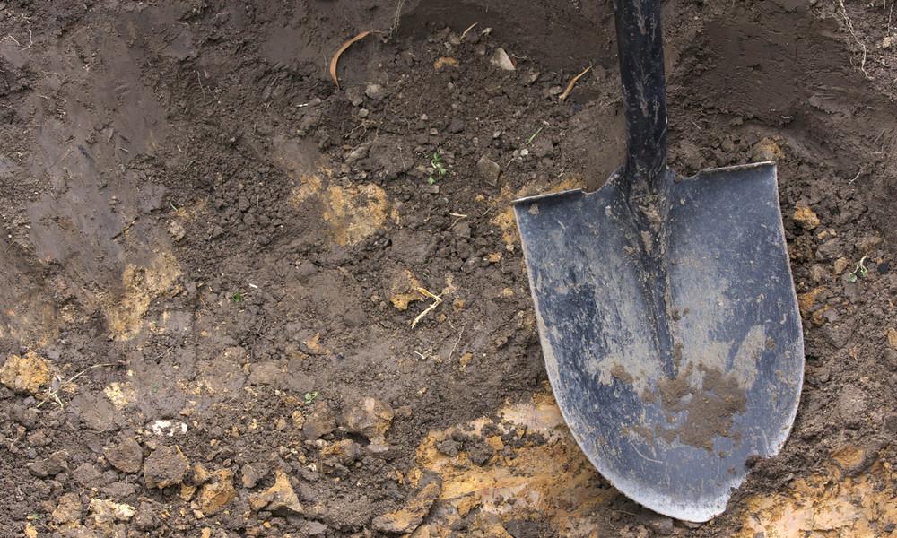 Mit einem Fuß im Grab: Totengräber schaufeln in Sibirien um die Wette