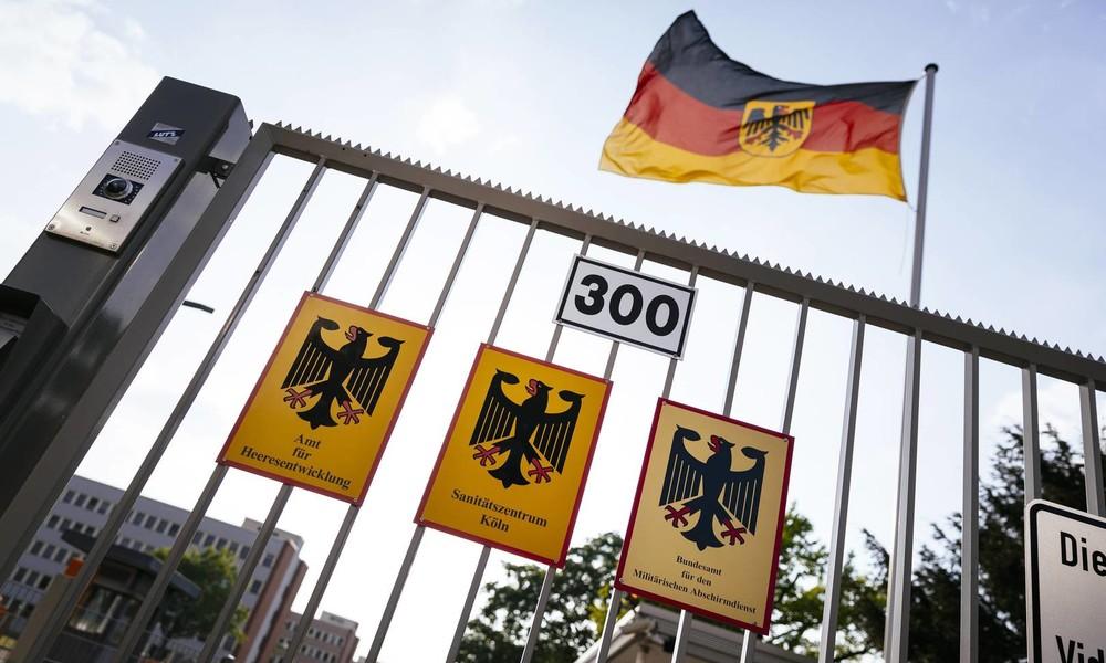 """Blinder Fleck Extremismus: MAD soll zusammen mit Verfassungsschutz und """"aggressiver"""" ermitteln"""