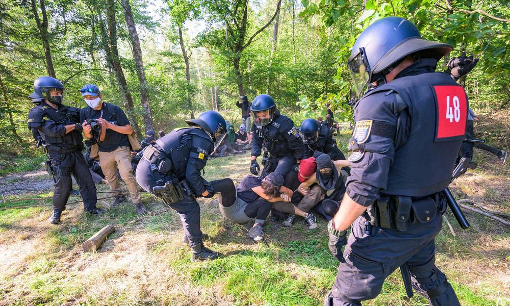 """Wegen Dannenröder Forst: """"Solidarische autonome Kleingruppe"""" markiert über 200 Autos """"zum Abfackeln"""""""