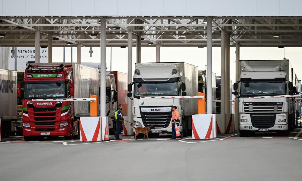 """Paris weist Londons """"Einschüchterung"""" nach Warnungen vor Transportverzögerungen nach Brexit zurück"""