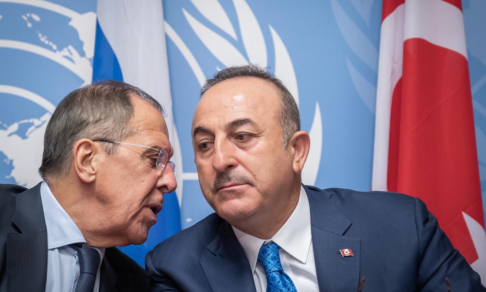 Eskalation in Bergkarabach: Sergei Lawrow und Mevlüt Çavuşoğlu besprechen Situation am Telefon