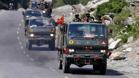 Ein Konvoi der indischen Armee auf dem Weg in die Region Ladakh, die an China grenzt.