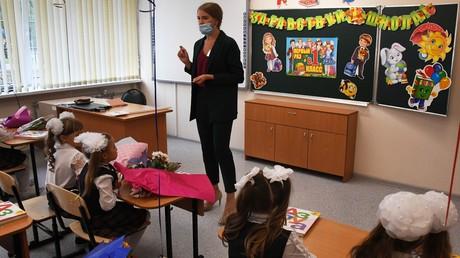 Schulstart an einer Schule in Wladiwostok