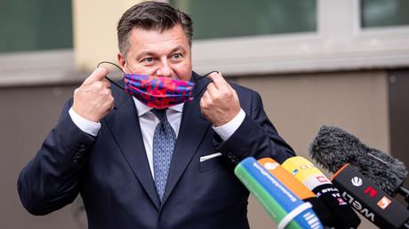 Ab sofort gilt in Berlin: Maske auf bei Demo mit mehr als 100 Teilnehmern. Berlins Innensenator Andreas Geisel, hier bei einer Pressekonferenz am 29. August, hatte   angekündigt, eine Maskenpflicht für Demonstrationen zu befürworten.