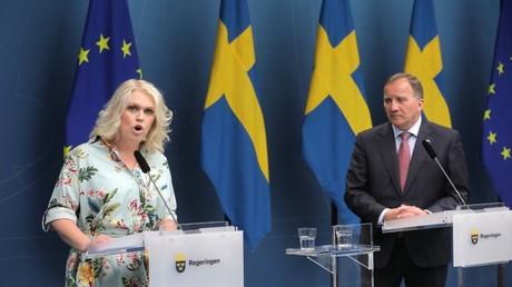 Die schwedische Sozialministerin Lena Hallengren und der schwedische Ministerpräsident Stefan Löfven bei einer Pressekonferenz, Stockholm, Schweden, 4. Juni 2020.